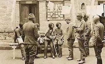 到达上海郊外的昆山县后,我被分配在卫士第一连.编队后没有枪发,...