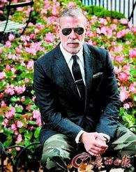 黑界知名元老-黑色西服搭配迷彩长裤,再配上飞行员墨镜,至in至酷.-最潮大叔Nick...