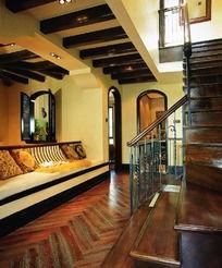 楼梯口的栏杆盘旁的白色沙发 您可能感兴趣 外国美女 男人 外国女人 ...