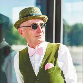 最近国外网站上火了一个帅老头,这位被传言 104岁的德国大爷,简直...