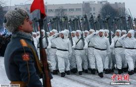 ...间27日在该市皮斯卡列夫公墓附近举行阅兵式,庆祝列宁格勒保卫战...