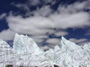 数层楼高的冰川宛如身处   冰岛   ... 塔林   宛若直刺苍穹的战矛.