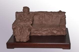 雕塑家刘锡洋、唐储之和毛关福的弟子,现为中国工艺美术学会会员,...