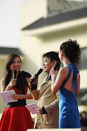 山东最火的主持人小么哥和两位女主持人在一起-齐鲁电视台主持人见...