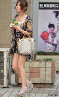 联华广场街拍的长腿美少妇