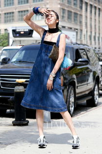 率真有活力 欧美型人街拍之牛仔裙穿搭合辑 开衩 A字 前排扣,别致设...