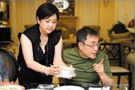婚时,谢贤已至中年,转而奋战电视界,并颇受欢迎.   狄波拉和谢贤...