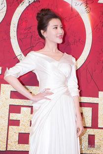 337p人体艺术鲍-鲍天琦亮相国剧盛典 白裙惹眼纯美动人