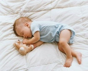 庸少-宝宝什么时候睡觉不是你能决定的,你也别妄想通过训练的方法纠正他...