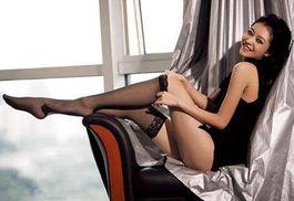 熊黛林:压腿,倒吊双腿 -盘点8位美腿女明星的无敌瘦腿攻略 8