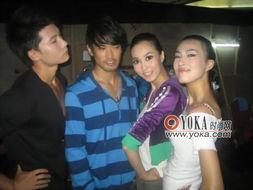这四个人的表情和姿势好象都不搭的-kappa 刘琳的时尚博客 YOKA时...