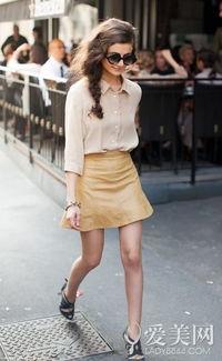 KEY 4:黄色小短裙+高跟鞋-甜美or冷艳 20款白衬衣心机搭配