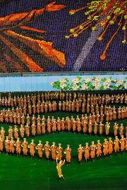 英媒刊图揭秘朝鲜 大型团体操引惊叹 组图一
