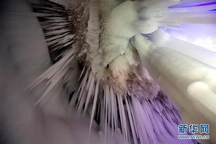 万般皆幻-冰洞深100余米,分上下五层.洞内四壁皆冰,常年不化.   洞中的冰...