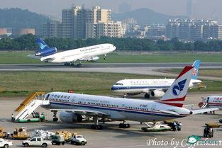 白云机场CZ3811航班两名乘客强闯停机坪被警方控制