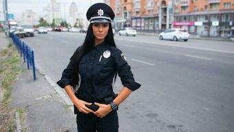 乌克兰性感美女成为警界网红 外表亮丽身材火辣 图 2