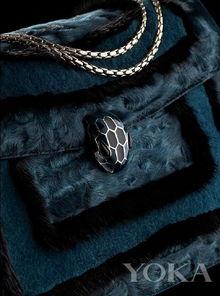 格丽在20世纪40年代创造出第一个SERPENTI系列,蛇头镶嵌的宝石仿...