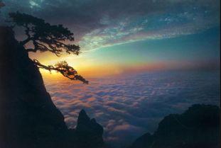 峰的云彩,遥问天上的神仙,能听到我的心声和期盼吗?   深山有古寺...