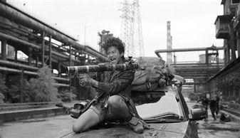 大理炮王-十几年前,周星驰的《喜剧之王》和成龙的《玻璃樽》同一天在香港公...