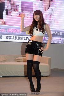 日本AV女优性感来袭上海成人展 短打制服诱惑难挡