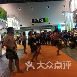 今年展会的主宾国是新西兰,所以场馆里有来自新西兰的毛利人不时地...