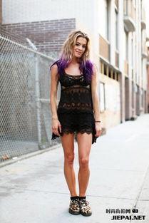 相当透视的黑色蕾丝裙-纽约潮女街拍