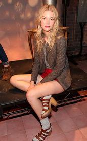 国际在线专稿:长袜当然是保暖又... 偷偷在冬日秀一下美腿,哪怕只有...