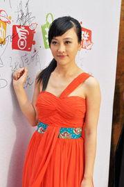 凤凰卫视女主播为阿尔卡特OT 986新品发布会助阵