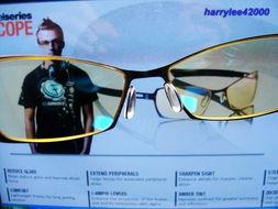 放到电脑萤幕前来看,可以看出左边是GUNNAR眼镜镜片呈现澹黄色,...
