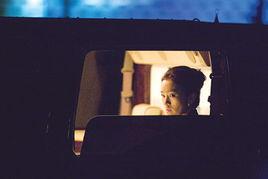 巩俐在《迈阿密风云》中的表演除了影片要求的古巴口音的英语以外,...