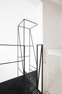 高塔一样的楼梯十分节省空间,整齐划一的线条排布感觉特别清爽.-...