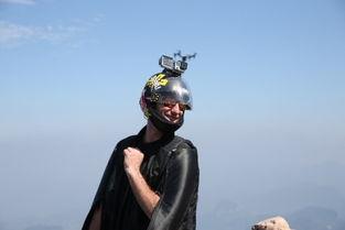 千年老二美国人诺亚.巴恩森在天门山起飞点-翼装飞行战天门山 盘点全...