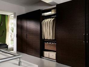 ,衣柜能够承担隔断墙的作用,如... 那么你可以充分利用空间把衣柜设...