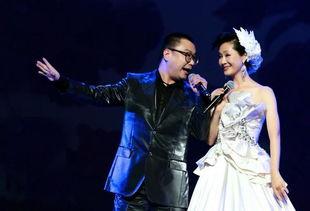 52岁于文华近照曝光,与前夫李凡的女儿美,今嫁钢琴家