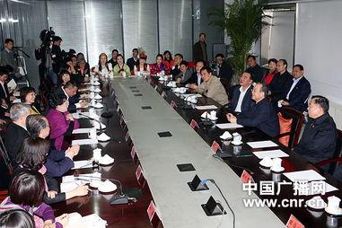 温总理与中央台播音员主持人及编辑记者座谈