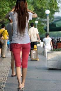 街拍女学生紧身裤