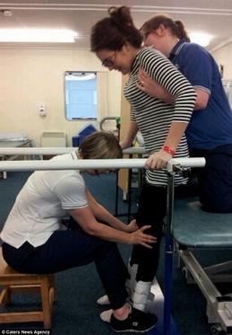 英国空姐穿高跟鞋彻夜狂欢导致残疾