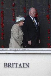 Queen Elizabeth visits Australian War Memorial