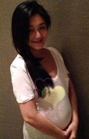 """汪小菲在微博中愤怒写道:""""下午带老婆出去走走"""