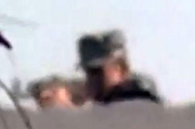 ...突中,一名年仅26岁的埃及摄影记者艾哈迈德·萨米尔·阿萨姆不...