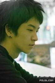 侧面の幸福男孩子照片 非主流帅哥 FZLOL.com -侧面の幸福男孩子照片