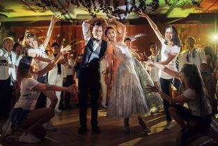 ... 婚礼晚宴新娘伴娘大跳性感舞蹈