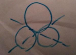 ...相同的小圆怎么画成只有两条对称轴的图形