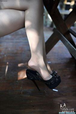 吊儿郎当的高跟鞋与丝袜美足