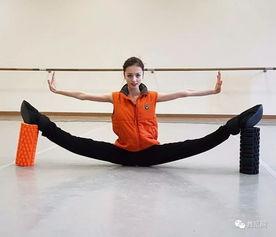横叉的完美演示 学舞蹈的都是实打实的真功夫