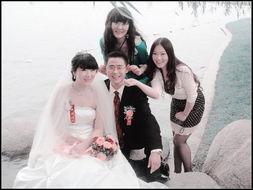 """这个婚礼,我们这些""""娘家""""女人可是一点都不吃亏了,连照相"""
