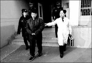 被北京市二中院依法判处无期徒刑.... 接受这样一名特殊的女犯,这在北...