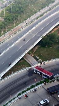 801路公交飞身冲下桥南立交桥