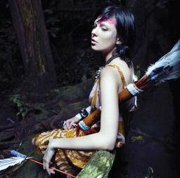 森林里的神秘女孩