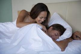 想知道男朋友的个性或者其对性的表现: -从屁股看男人的情欲